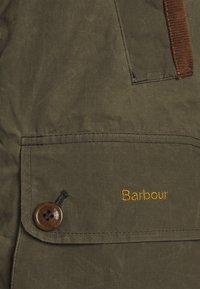 Barbour - BARBOUR DELEVINGNE SHOWERPROOF - Parka - olive/classic - 4