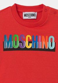 MOSCHINO - Print T-shirt - poppy red - 2