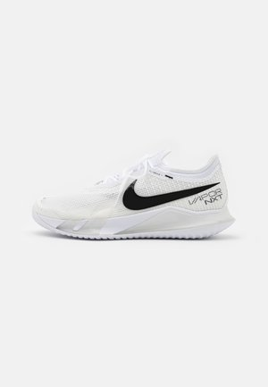COURT REACT VAPOR NXT - Chaussures de tennis toutes surfaces - white/black/grey fog
