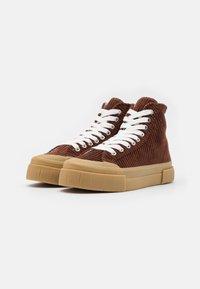 Good News - PALM UNISEX - Höga sneakers - brown/white - 1