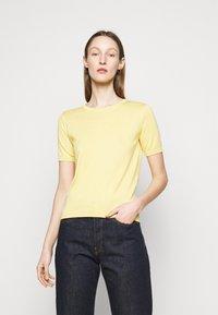 WEEKEND MaxMara - CAIRO - Basic T-shirt - zartgelb - 0