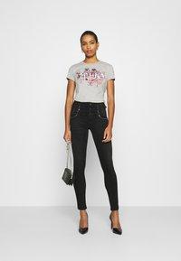 Liu Jo Jeans - MODA - T-shirts med print - mottled light grey - 1