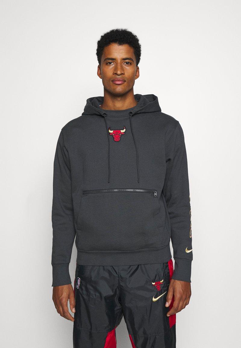 Nike Performance - NBA CHICAGO BULLS CITY EDITION HOODIE - Club wear - anthracite