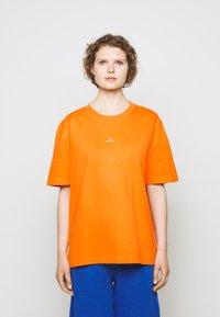 Holzweiler - HANGER TEE - Basic T-shirt - orange - 3