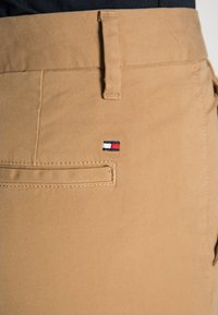 Tommy Hilfiger - HERITAGE - Chinos - classic camel - 4