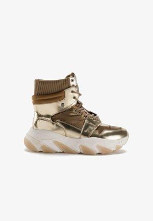 CEDRO - Sneakers hoog - gold