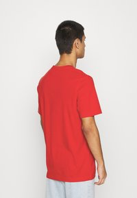 adidas Originals - ESSENTIAL TEE UNISEX - Basic T-shirt - scarle - 2