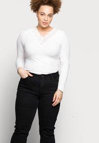 Pieces Curve - PCLUNA STRAIGHT - Straight leg jeans - black - 3