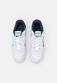 Reebok Classic - CLUB C LEGACY REVENGE  - Sneakers basse - footwear white/glen green/vector navy - 3
