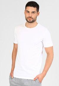 Jack & Jones - JACBASIC CREW NECK TEE 2 PACK  - Undershirt - white - 1