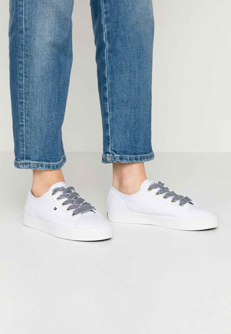 Tommy Hilfiger - ESSENTIAL NAUTICAL SNEAKER - Sneakers laag - white