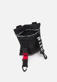 HXTN Supply - WARRANT STASH BAG UNISEX - Across body bag - black - 2