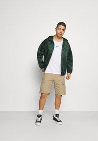 Nike Sportswear - REVIVAL - Kevyt takki - galactic jade/sail - 1