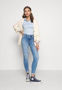 ONLY - ONLCARMEN LIFE SKINNY - Jeans Skinny Fit - light blue - 1