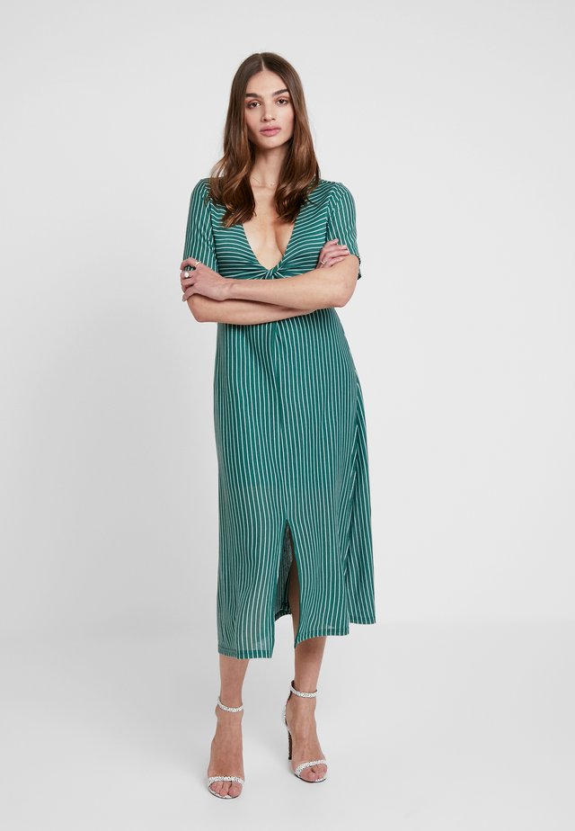 TWIST FRONT MIDI DRESS - Robe longue - emerald/white