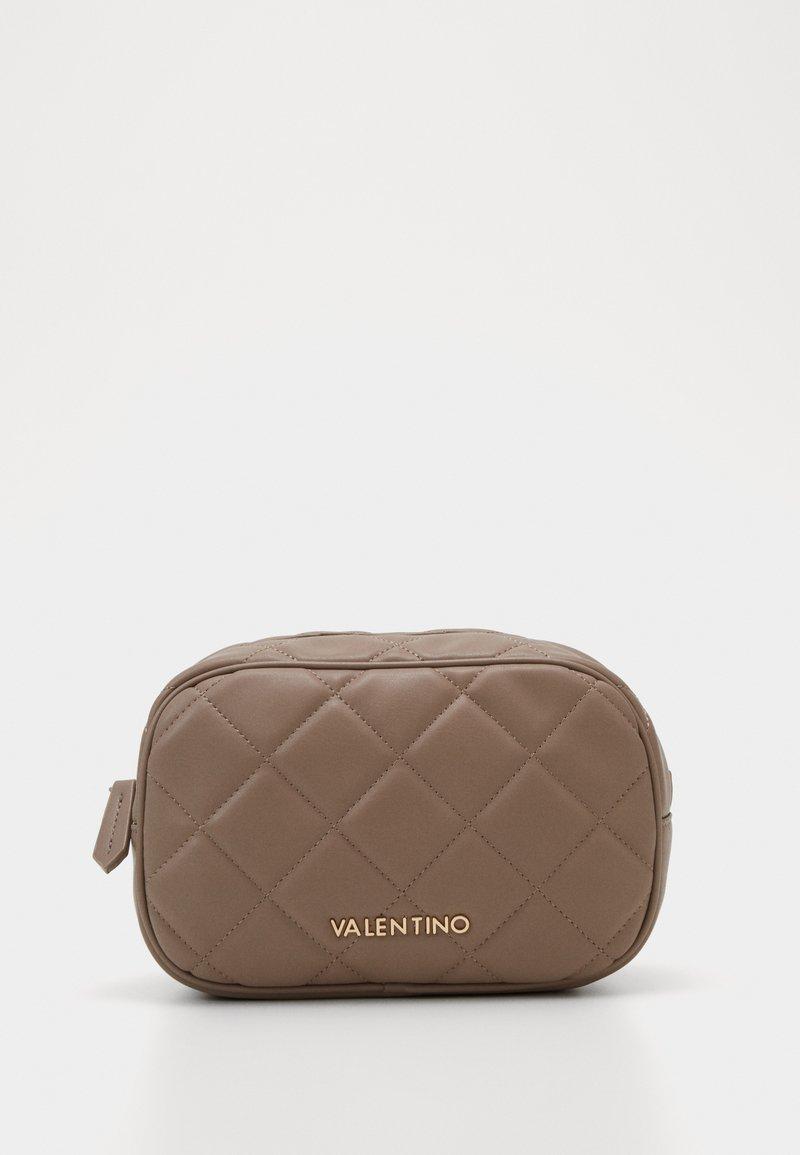 Valentino by Mario Valentino - OCARINA - Toalettmappe - taupe