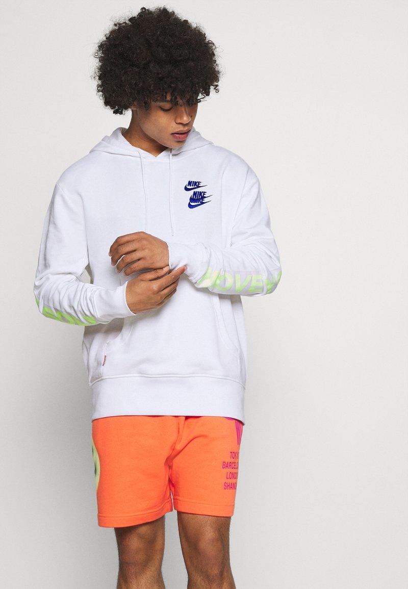 Nike Sportswear - HOODIE - Luvtröja - white