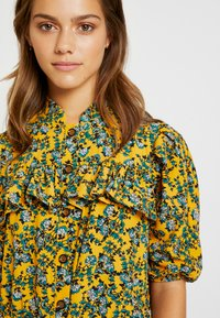 Topshop Petite - FLORAL PLEAT TRIM MINI DRESS - Košilové šaty - yellow - 4