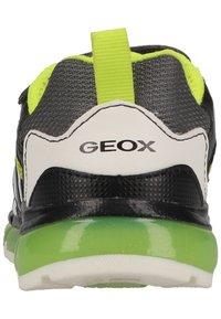 Geox - Tenisky - dk grey lime - 2