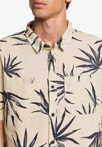 Quiksilver - DELI PALM - Shirt - parchment deli palm - 3