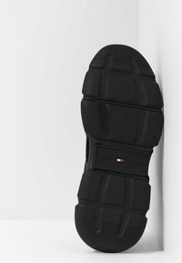 Tommy Hilfiger - CHUNKY TRAINER - Sneakers - black - 4