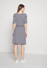 Anna Field MAMA - Jersey dress - white/dark blue - 2