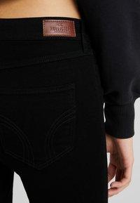 Hollister Co. - MEDIUM RISE SUPER  - Skinny džíny - black - 5