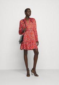 Pinko - NOMADE ABITO CLOQUE FIORELLINO - Day dress - red - 1