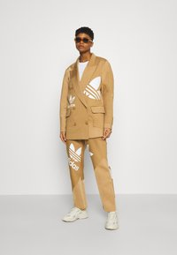 adidas Originals - SUIT PANT - Trousers - cardboard - 1