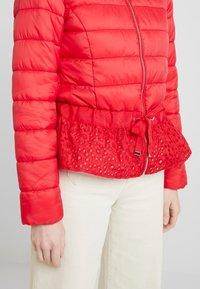 Cream - ADELLA QUILTED JACKET - Lehká bunda - red velvet - 5