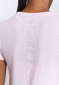 Nike Performance - INFINITE - Print T-shirt - pink foam/reflective silver - 5