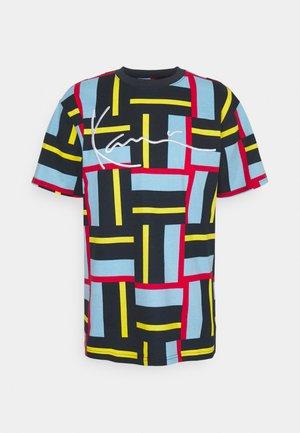 SIGNATURE BLOCK TEE UNISEX - Print T-shirt - multi-coloured