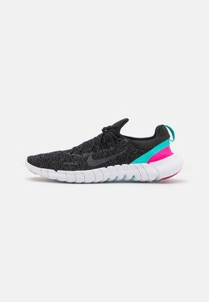FREE RN 5.0 2021 - Neutrální běžecké boty - black/anthracite/dynamic turquoise