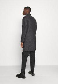 Isaac Dewhirst - BRUSHED BIRDS EYE - Classic coat - grey - 2