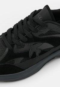 Pinko - LIGHTECH - Sneakersy niskie - black - 6