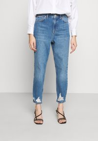 Topshop Petite - MOM RIP HEM - Jeansy Relaxed Fit - blue denim - 0
