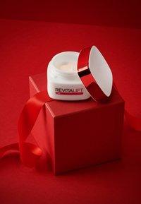 L'Oréal Paris Skin - REVITALIFT CLASSIC EYE CREAM - Eyecare - - - 1