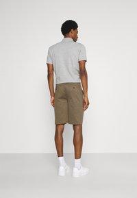 Solid - BARRO BASIC - Shorts - sand melange - 2