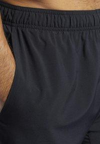 Reebok - Reebok Austin II Solid Shorts - Krótkie spodenki sportowe - Black - 4