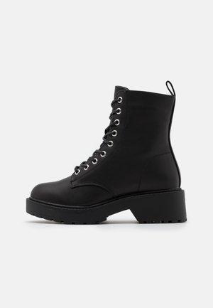 DOTTY - Kotníkové boty na platformě - black