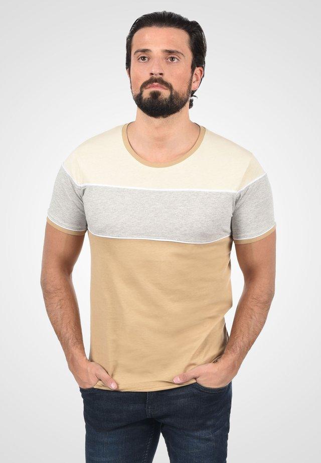 CODY - Print T-shirt - cornstalk