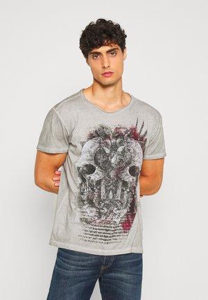 TRACK ROUND - T-shirt z nadrukiem - silver