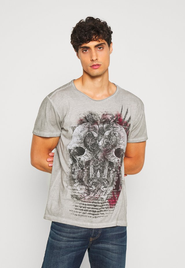TRACK ROUND - T-shirt con stampa - silver