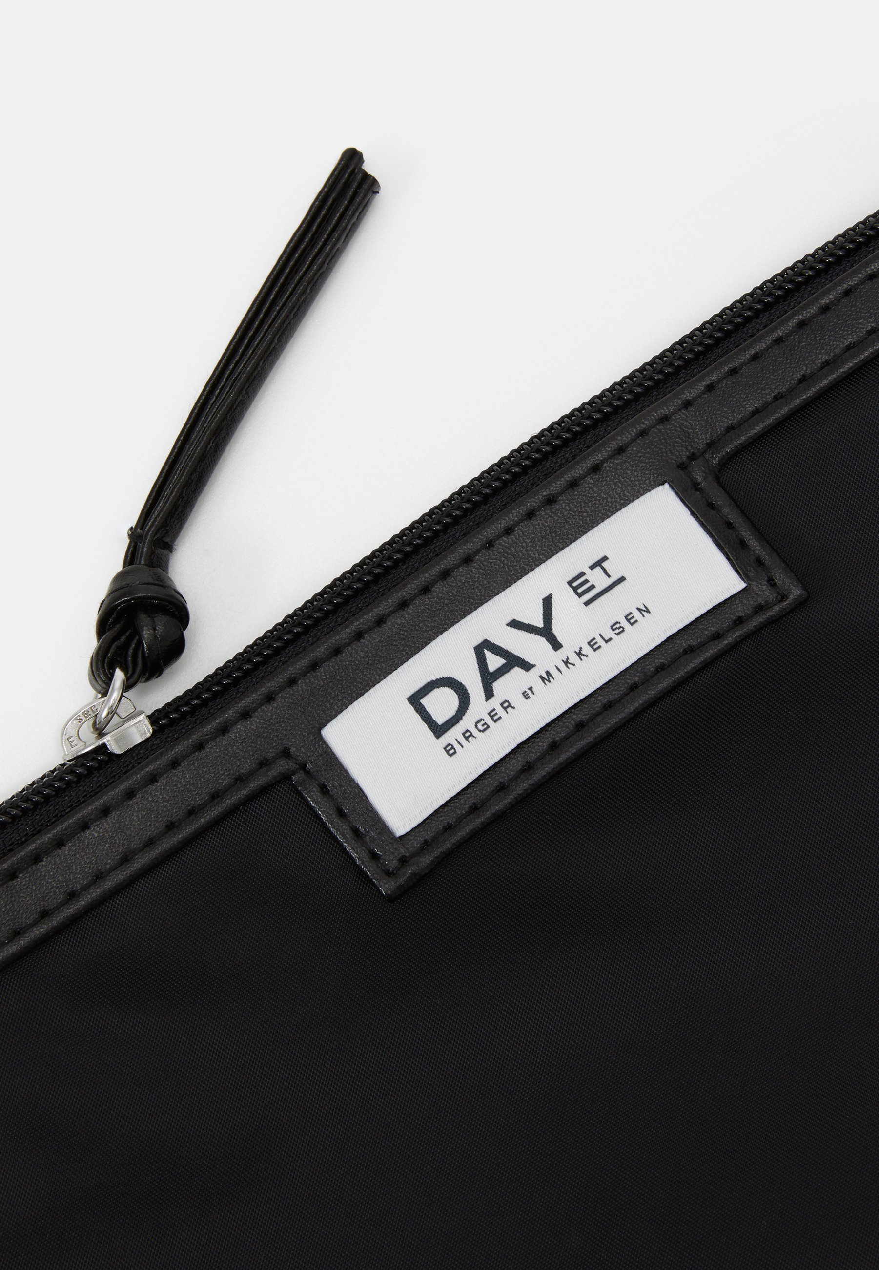 DAY ET GWENETH MINI - Toalettmappe - black/svart OnmcJ9P9oR30R2C
