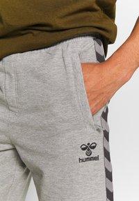 Hummel - HMLMOVE  - Sports shorts - grey melange - 4