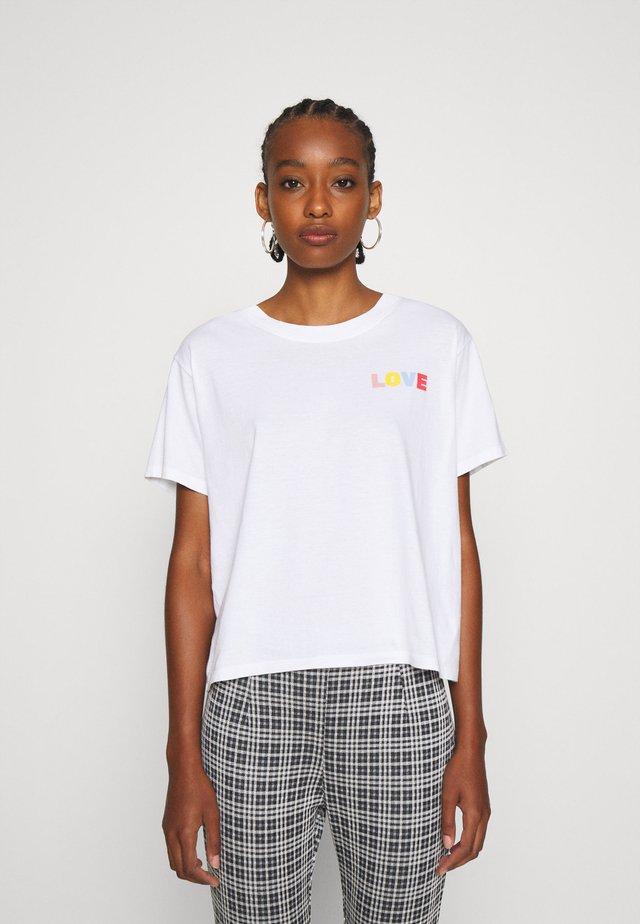 GRAPHIC VARSITY TEE - T-shirt con stampa - white
