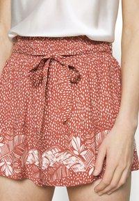 women'secret - PALM BELT SHORT - Pyjama bottoms - red - 3