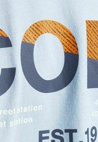 Jack & Jones - Print T-shirt - dusty blue - 6