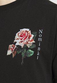 Nominal - FLORAL TEE - Print T-shirt - black - 5