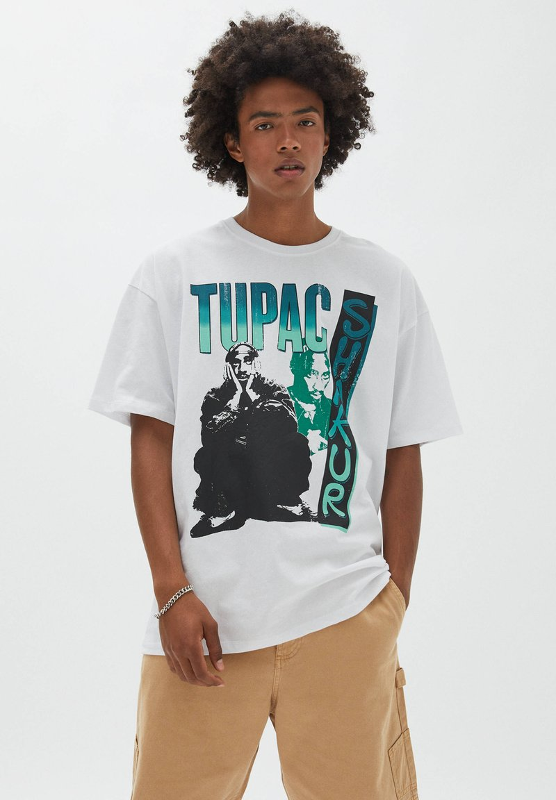 PULL&BEAR - TUPAC SHAKUR - T-shirt con stampa - white